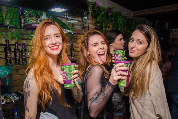 Criação de um bar temático Selvagem para que os clientes vivenciem a energia SELVAGEM da Catuaba, aumentando a visibilidade da marca através de brand experience e o consumo da linha CATUABA SELVAGEM durante o carnaval.